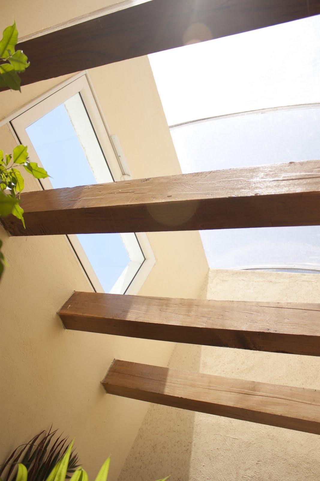 Interiores arquitect nicos pinkaiz for Vigas de madera para jardin